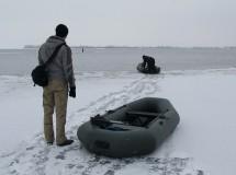 На лодке между льдин